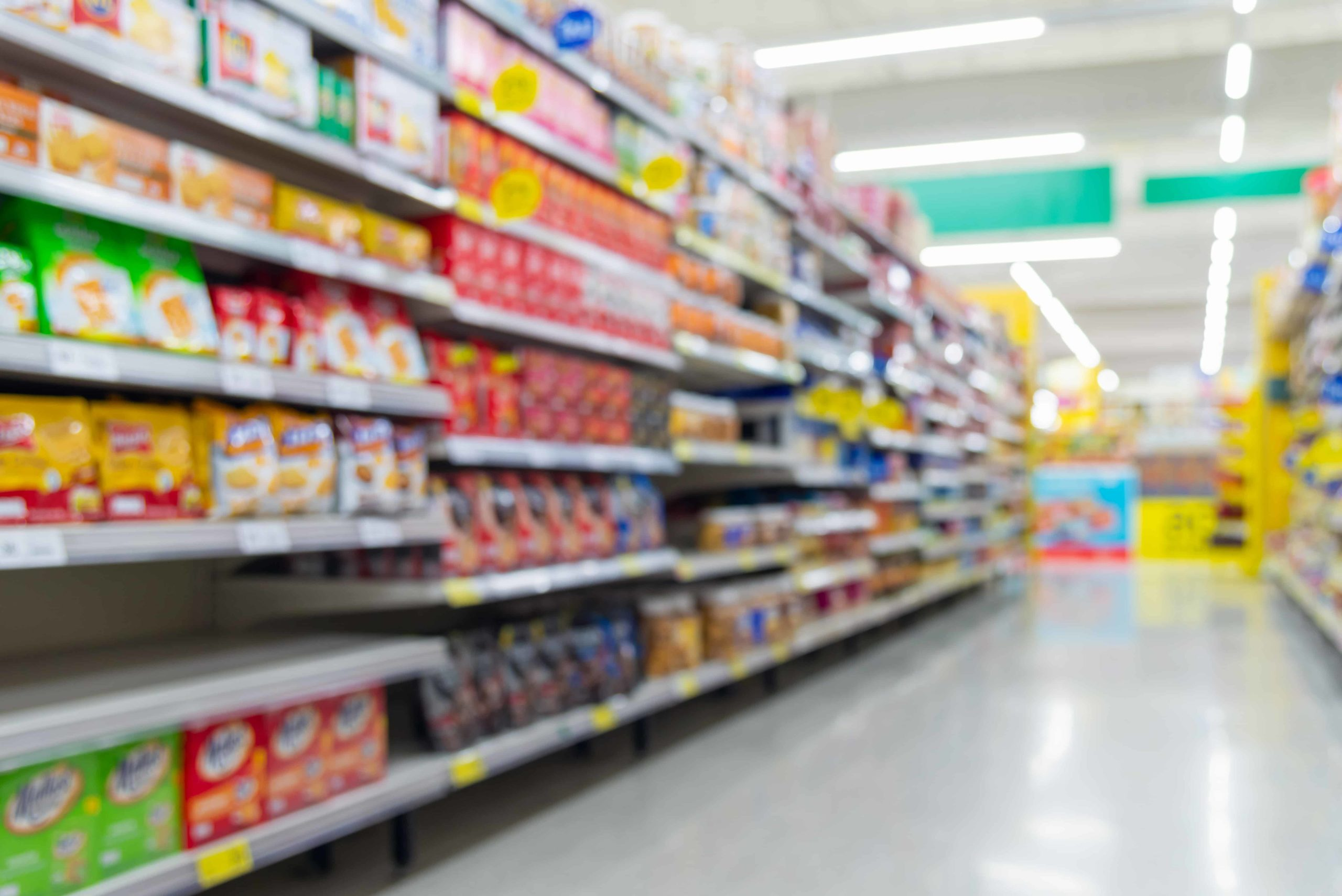 blurred-background-of-supermarket-aisle-with-products - cópia
